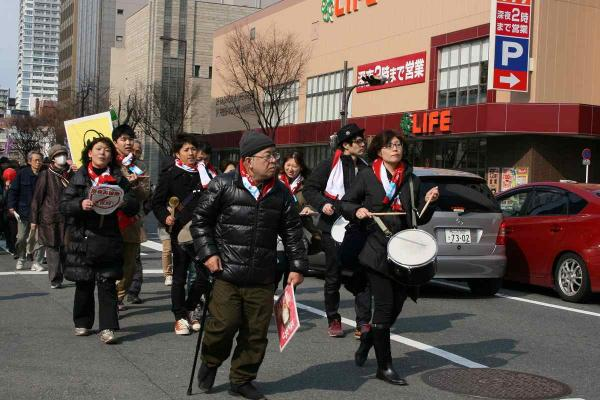 30_西梅田へパレード